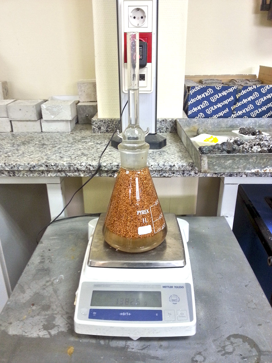 Ensayo de densidad de partícula y absorción granulado de corcho