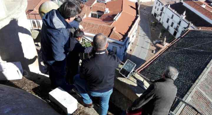reunión firma del acta de inicio de la obra de restauración de la cubierta de la iglesia de la purificación de almendralejo