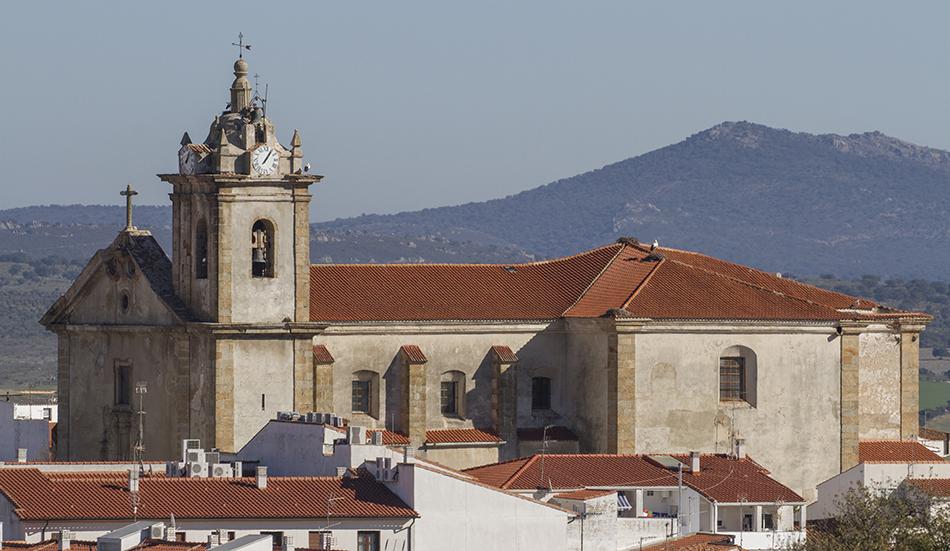 Iglesia de San Vicente Mártir, donde se ha ubicado el módulo de liberación, sobre un rincón de la cubierta y al amparo de la tor